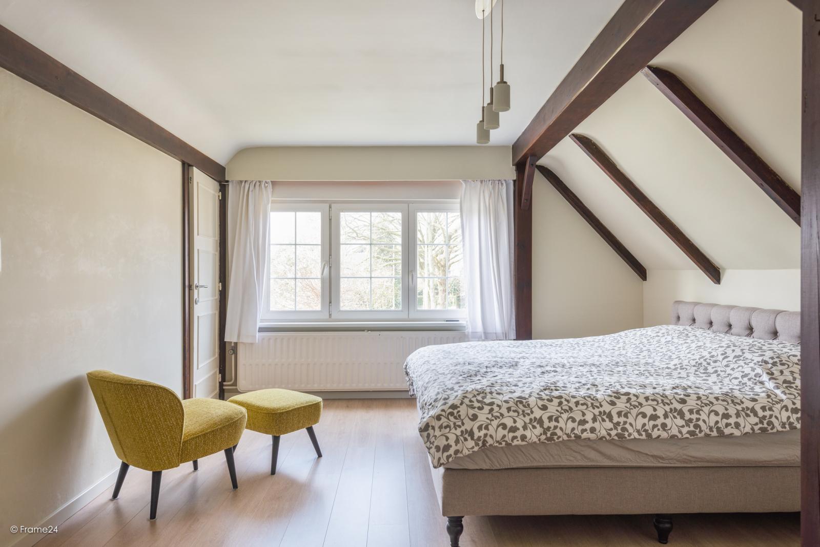 Charmante halfopen bebouwing met twee slaapkamers op zeer goede locatie te Wijnegem.  afbeelding 19
