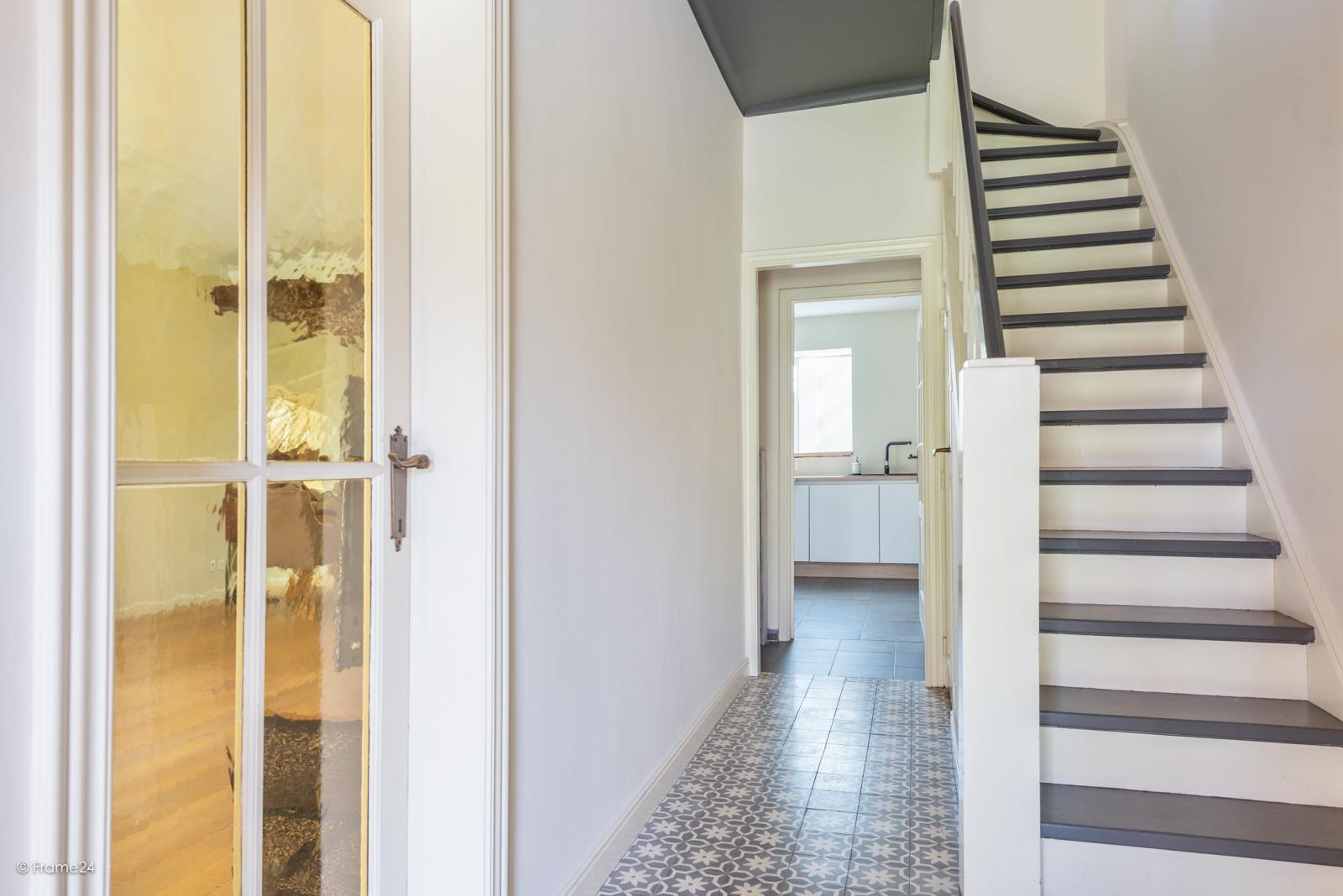 Charmante halfopen bebouwing met twee slaapkamers op zeer goede locatie te Wijnegem.  afbeelding 2