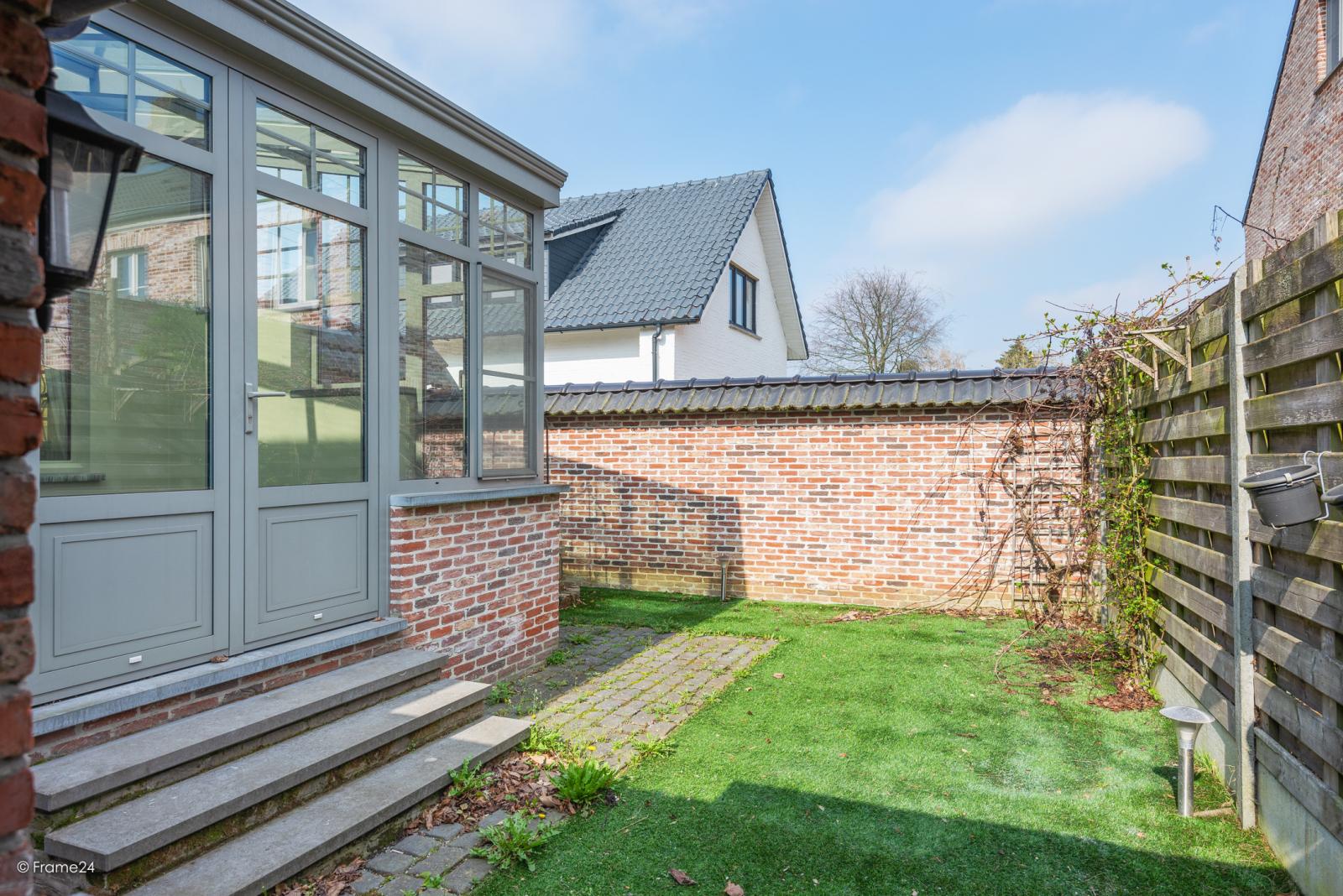 Charmante halfopen bebouwing met twee slaapkamers op zeer goede locatie te Wijnegem.  afbeelding 22