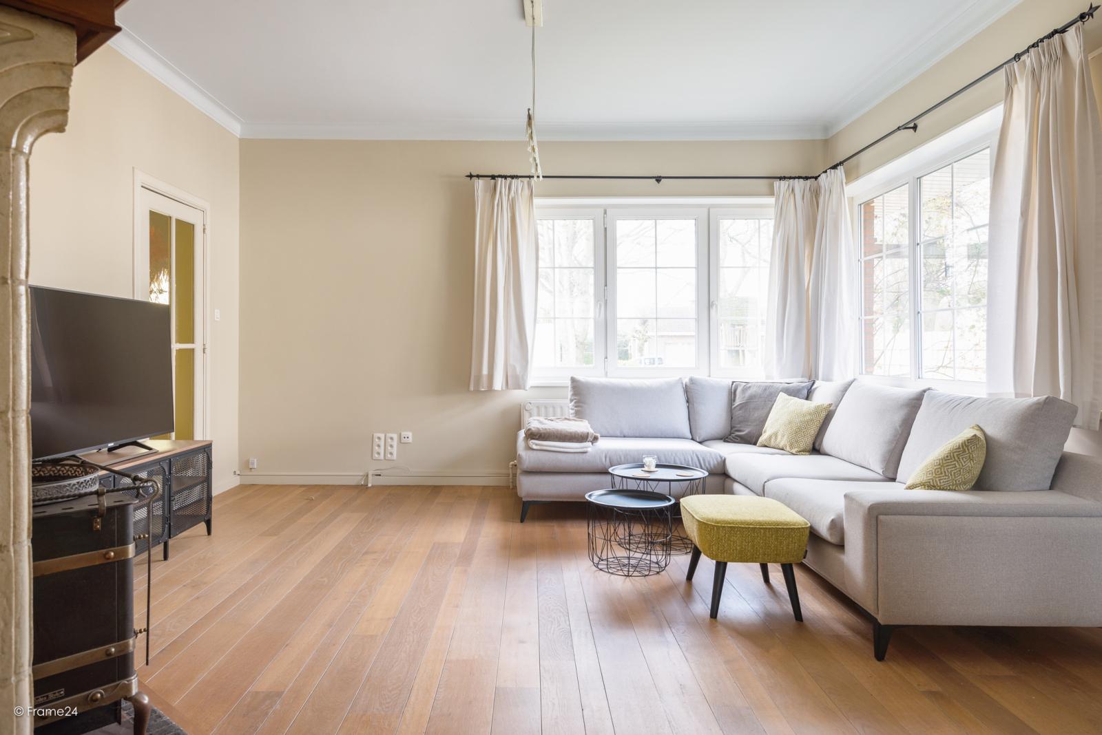 Charmante halfopen bebouwing met twee slaapkamers op zeer goede locatie te Wijnegem.  afbeelding 4