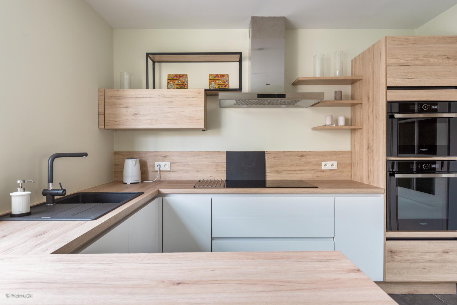 Charmante halfopen bebouwing met twee slaapkamers op zeer goede locatie te Wijnegem.  afbeelding 9