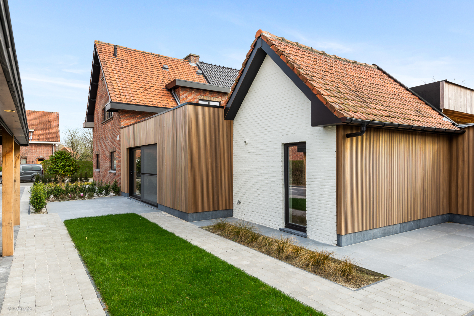 Prachtige, gerenoveerde halfopen woning met 3 slaapkamers en grote tuin afbeelding 1
