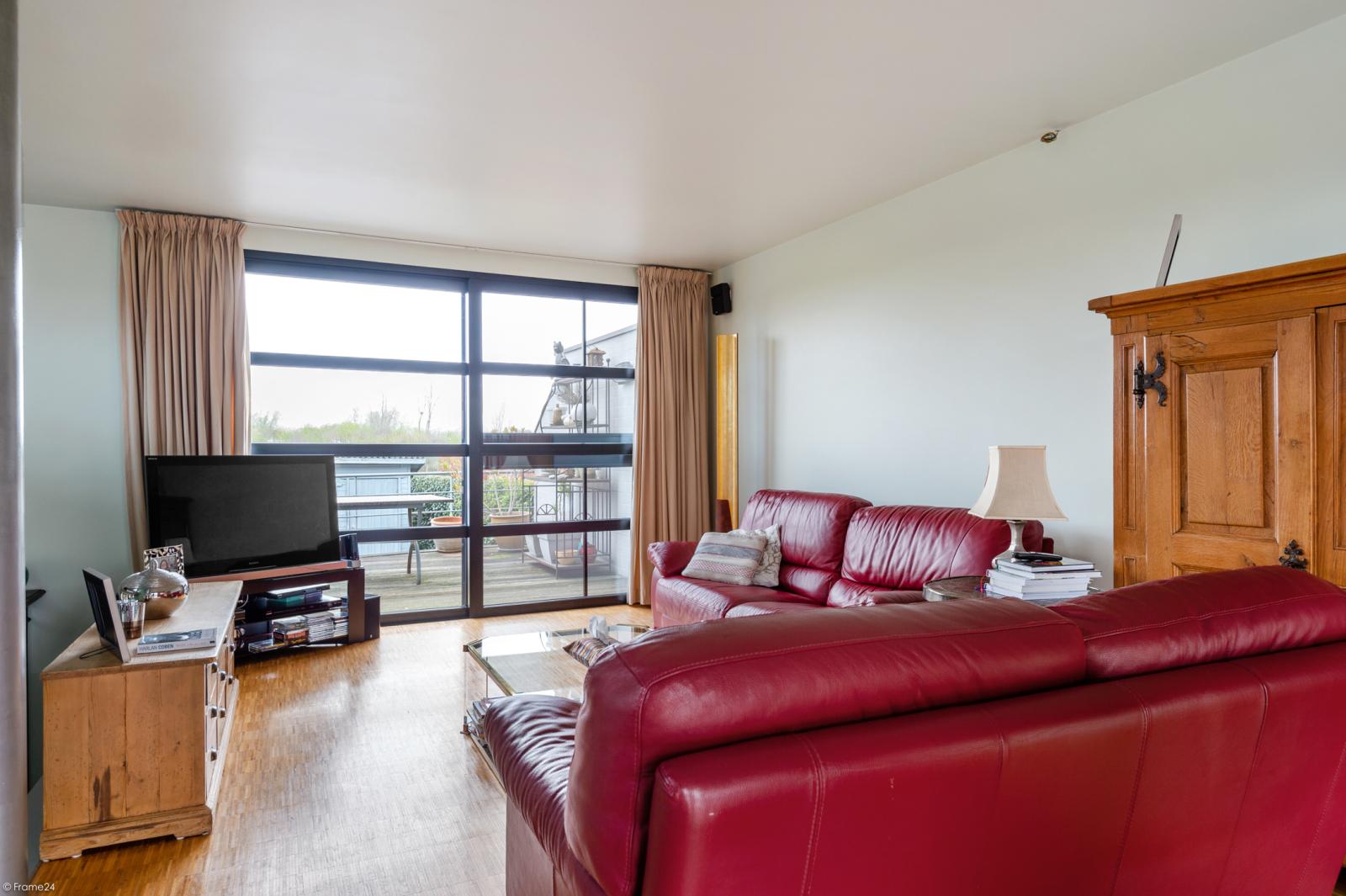 Architecturale halfopen woning met prachtig uitzicht op een perceel van 575 m² te Aartselaar! afbeelding 5