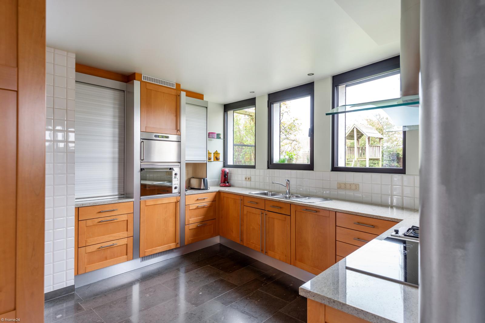 Architecturale halfopen woning met prachtig uitzicht op een perceel van 575 m² te Aartselaar! afbeelding 7