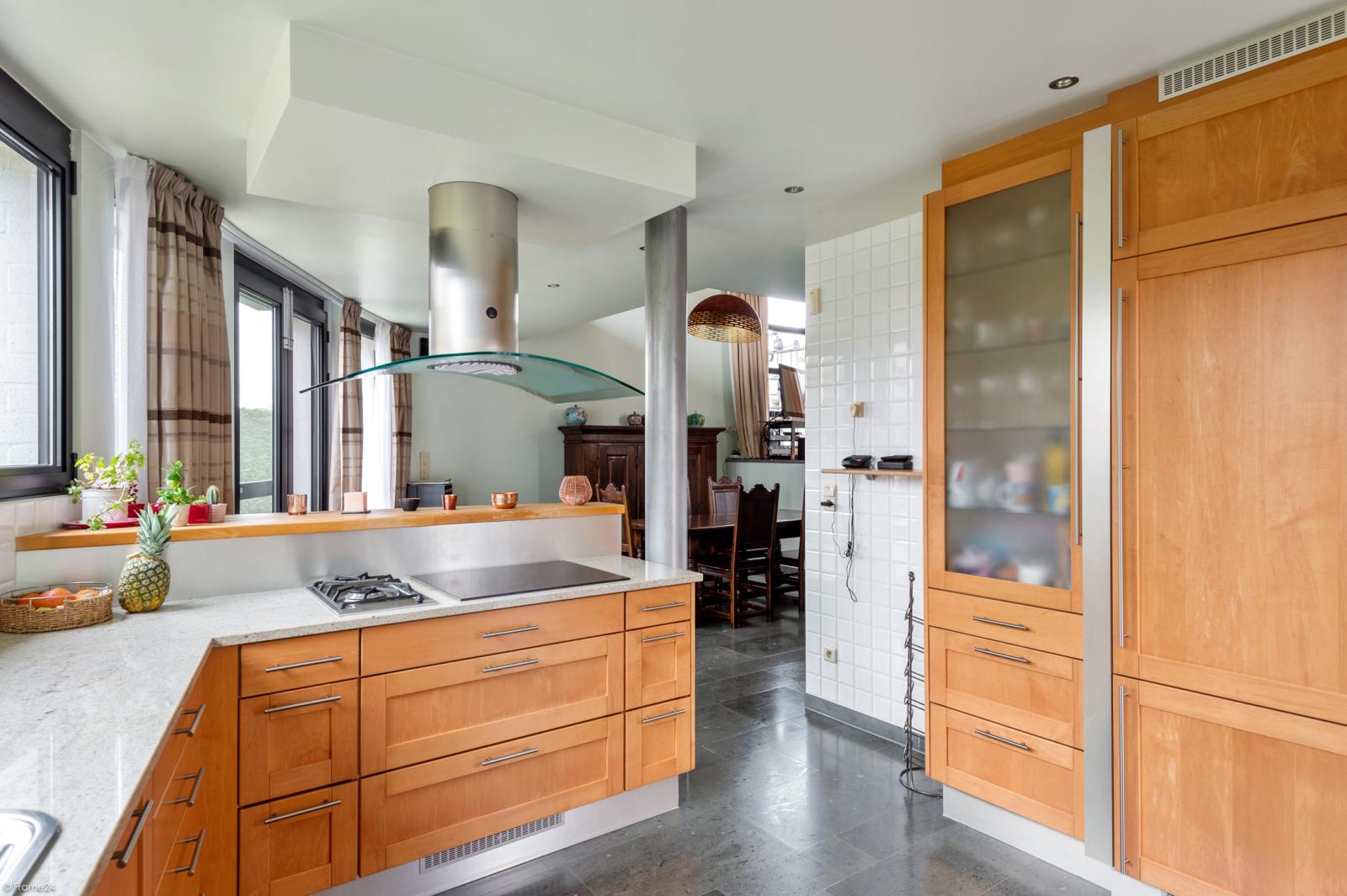 Architecturale halfopen woning met prachtig uitzicht op een perceel van 575 m² te Aartselaar! afbeelding 8