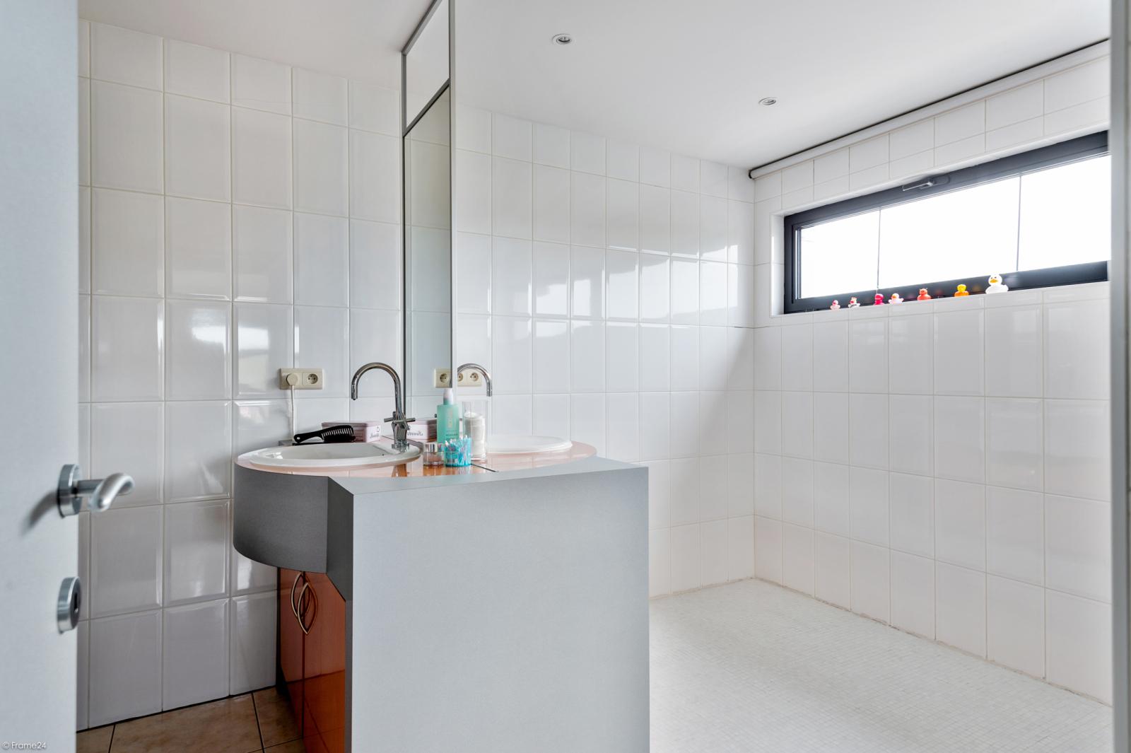 Architecturale halfopen woning met prachtig uitzicht op een perceel van 575 m² te Aartselaar! afbeelding 15