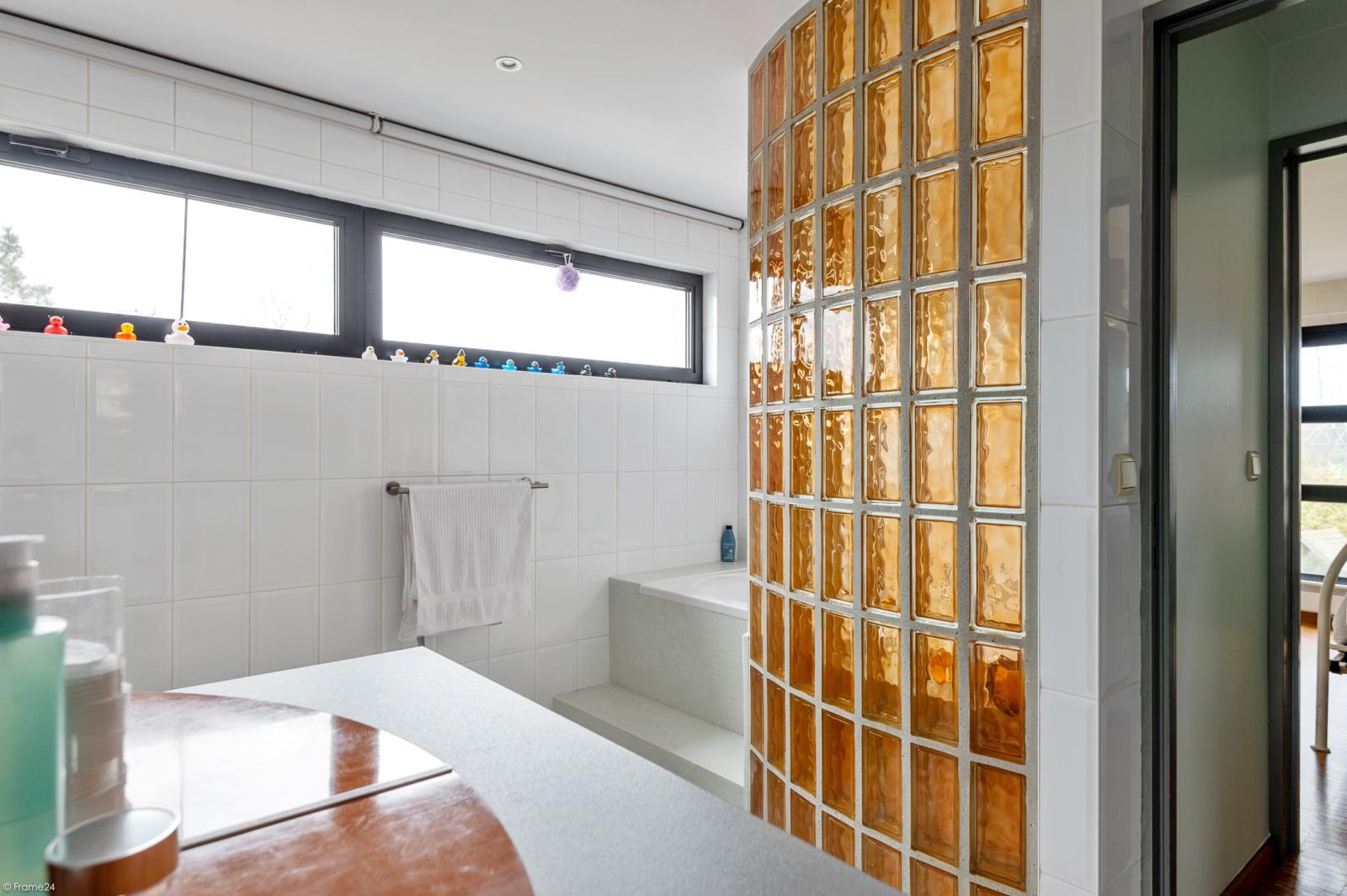 Architecturale halfopen woning met prachtig uitzicht op een perceel van 575 m² te Aartselaar! afbeelding 16