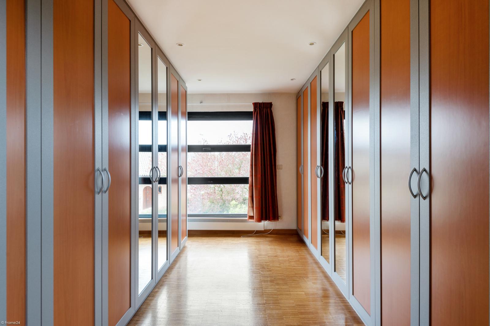 Architecturale halfopen woning met prachtig uitzicht op een perceel van 575 m² te Aartselaar! afbeelding 13