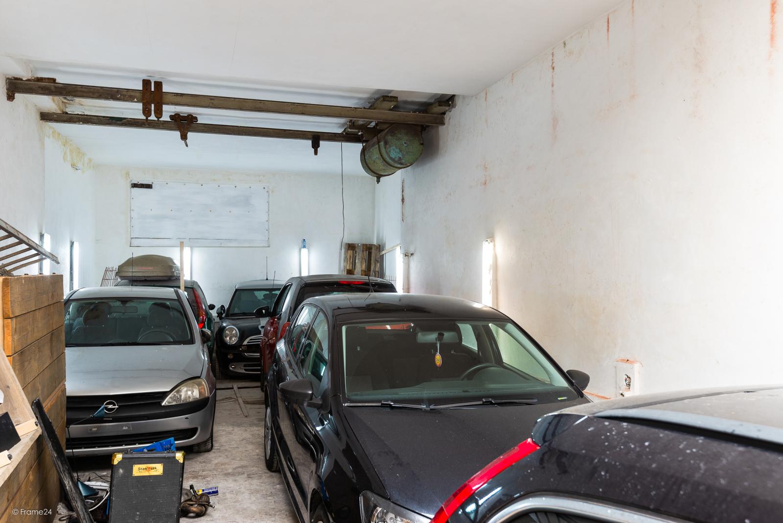 Deels te renoveren woning met 4 slaapkamers en ruime garage! afbeelding 12