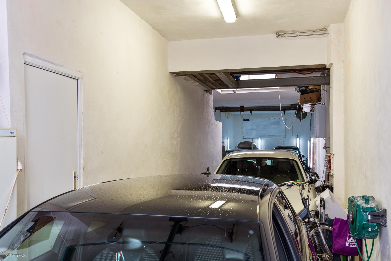 Verzorgde woning met 4 slaapkamers en ruime garage! afbeelding 13