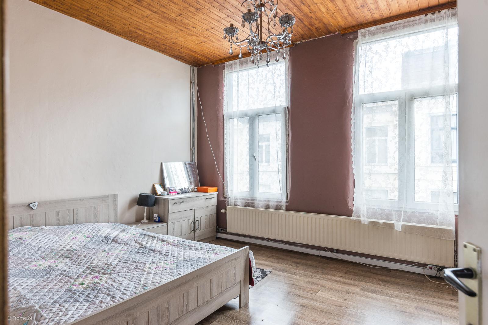 Deels te renoveren woning met 4 slaapkamers en ruime garage! afbeelding 9