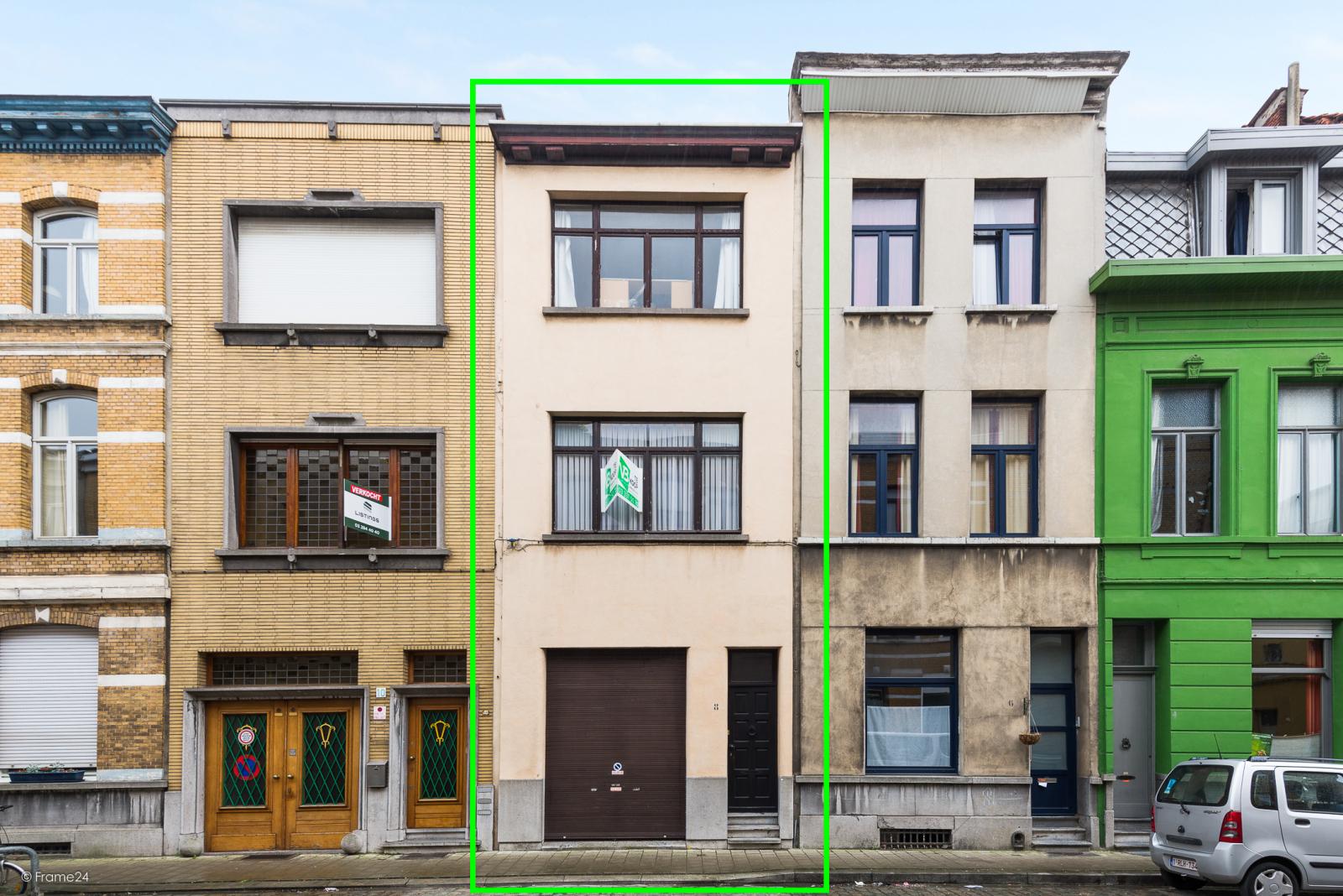 Te renoveren woning met garage en mogelijkheid tot stadstuin en 3 slaapkamers afbeelding 1