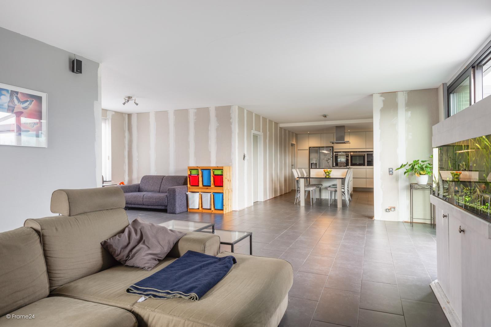 Vernieuwde half open woning met 5 slaapkamers op een perceel van 1.246 m² op goede locatie te Ranst! afbeelding 5