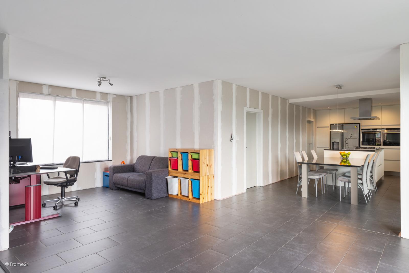 Vernieuwde half open woning met 5 slaapkamers op een perceel van 1.246 m² op goede locatie te Ranst! afbeelding 12