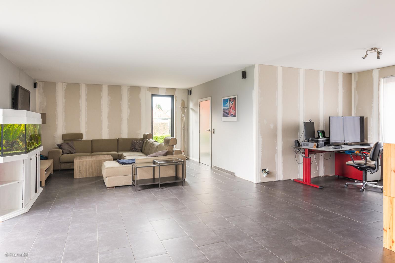 Vernieuwde half open woning met 5 slaapkamers op een perceel van 1.246 m² op goede locatie te Ranst! afbeelding 13
