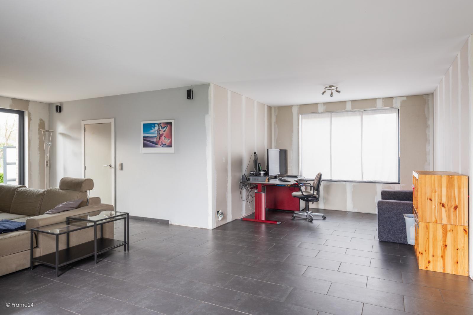 Vernieuwde half open woning met 5 slaapkamers op een perceel van 1.246 m² op goede locatie te Ranst! afbeelding 14