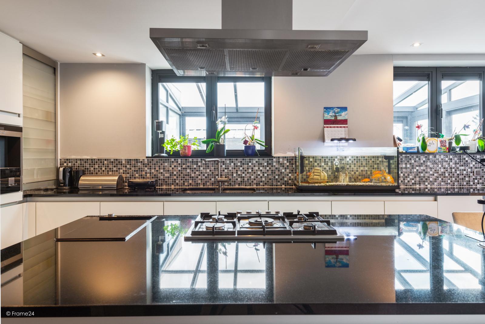 Vernieuwde half open woning met 5 slaapkamers op een perceel van 1.246 m² op goede locatie te Ranst! afbeelding 11