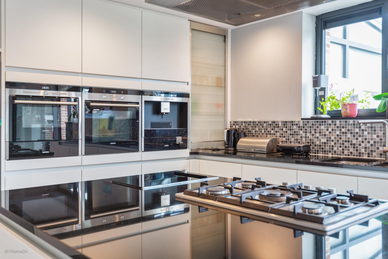 Vernieuwde half open woning met 5 slaapkamers op een perceel van 1.246 m² op goede locatie te Ranst! afbeelding 10