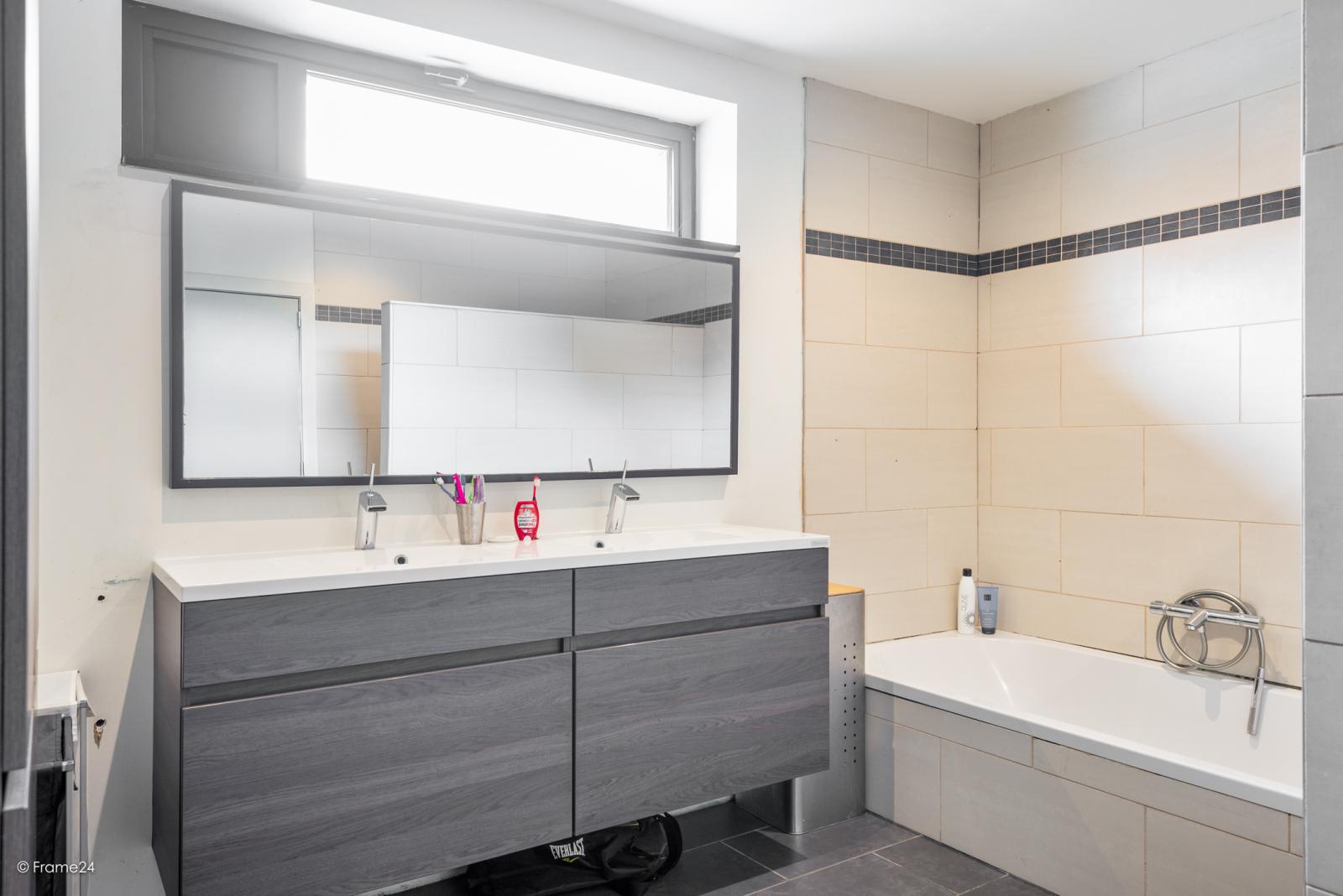 Vernieuwde half open woning met 5 slaapkamers op een perceel van 1.246 m² op goede locatie te Ranst! afbeelding 22