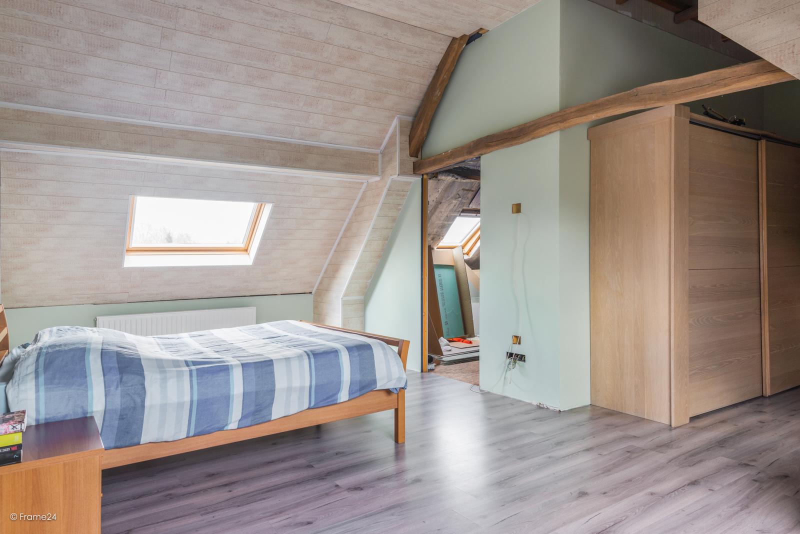 Vernieuwde half open woning met 5 slaapkamers op een perceel van 1.246 m² op goede locatie te Ranst! afbeelding 16