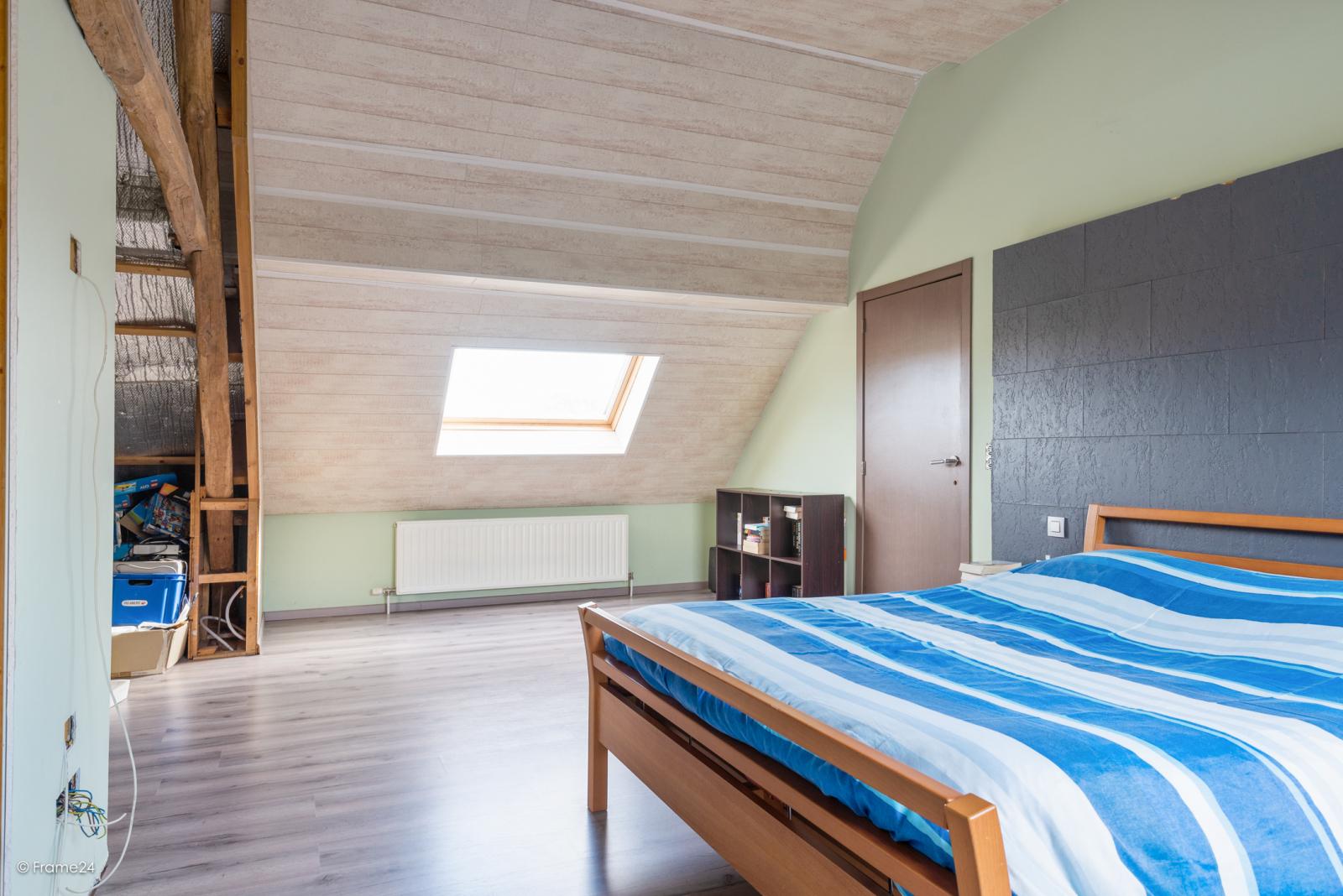 Vernieuwde half open woning met 5 slaapkamers op een perceel van 1.246 m² op goede locatie te Ranst! afbeelding 15