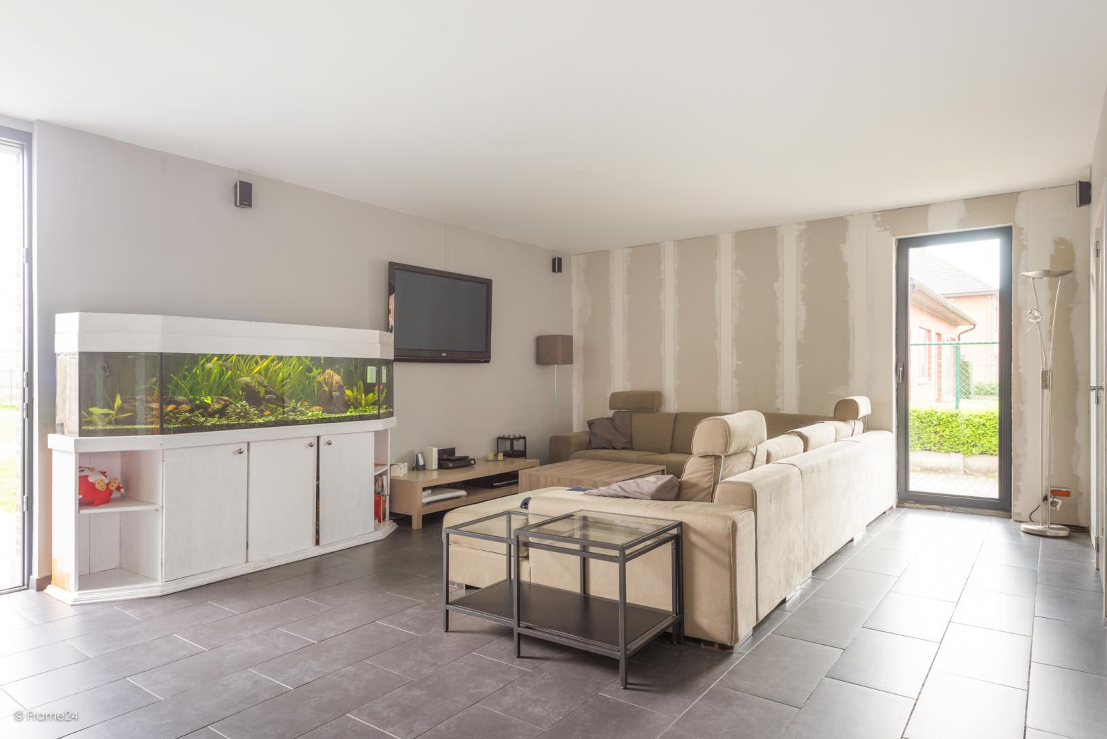 Vernieuwde half open woning met 5 slaapkamers op een perceel van 1.246 m² op goede locatie te Ranst! afbeelding 4