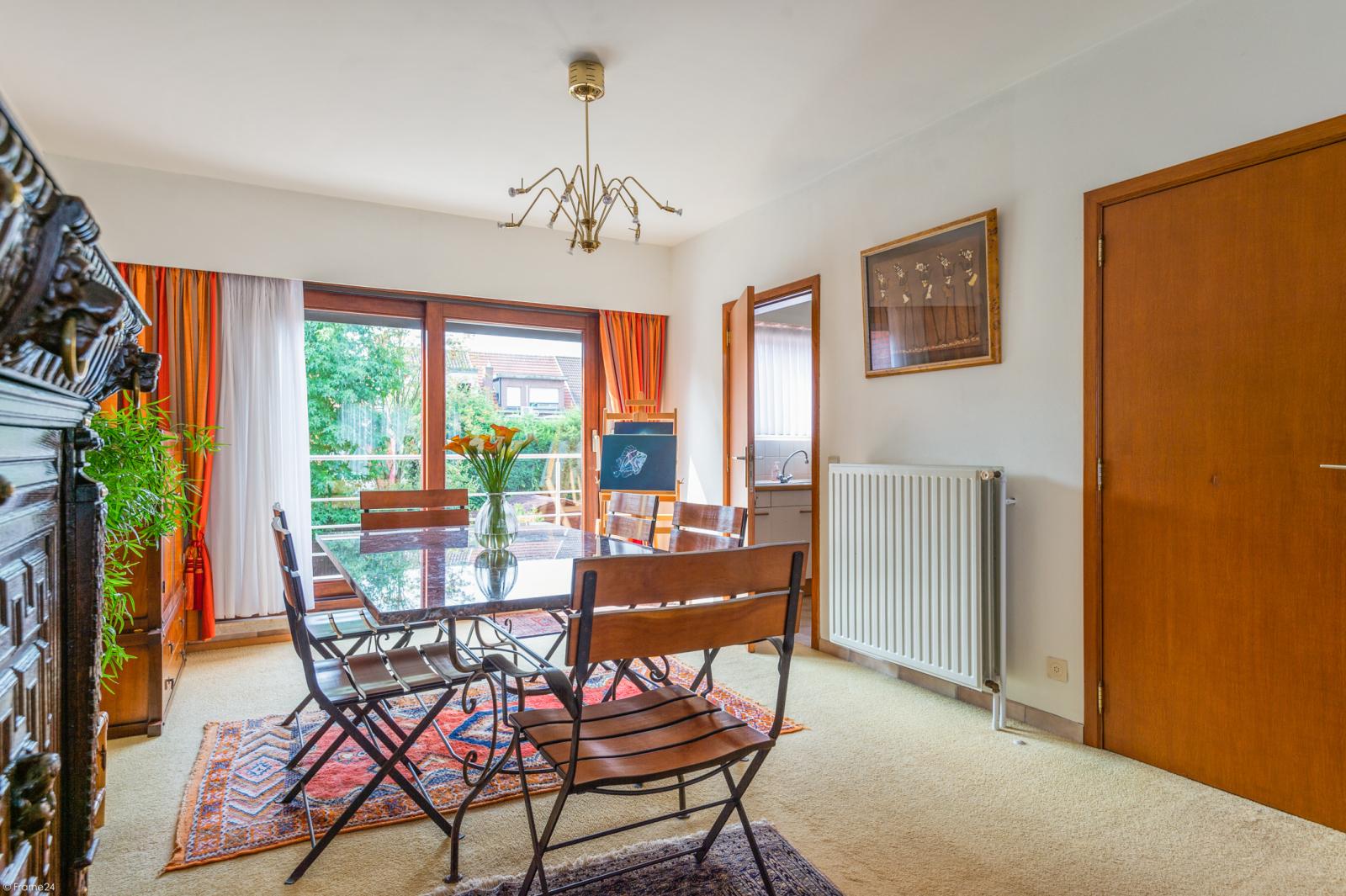 Zeer verzorgde bel-étage woning met drie slaapkamers te Aartselaar! afbeelding 4