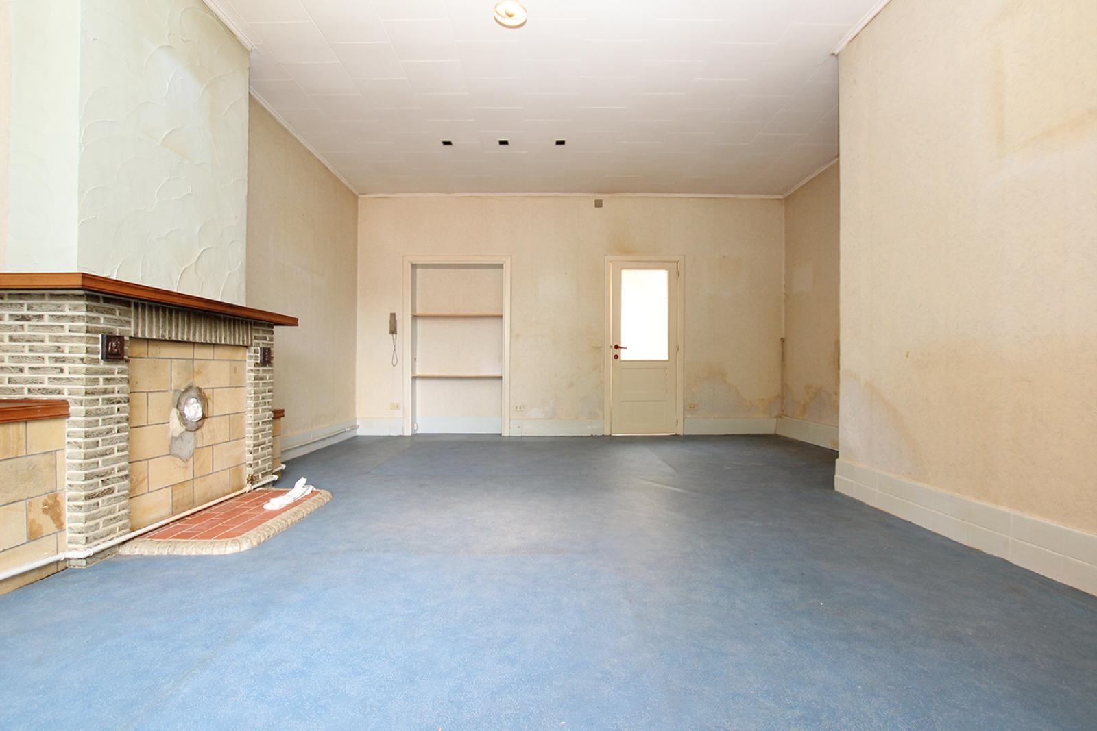 Volledig te renoveren ééngezinswoning met twee slaapkamers op zeer goede locatie te Wijnegem! afbeelding 3