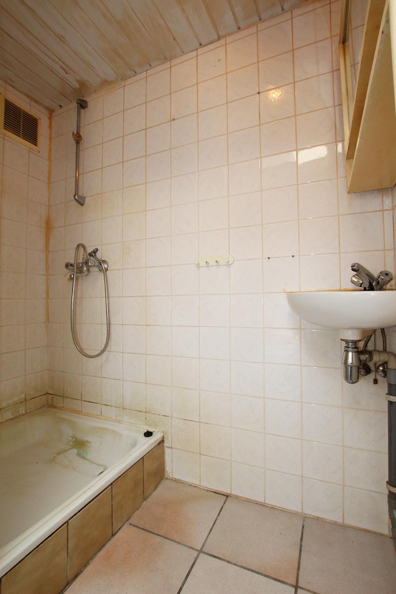 Volledig te renoveren ééngezinswoning met twee slaapkamers op zeer goede locatie te Wijnegem! afbeelding 12