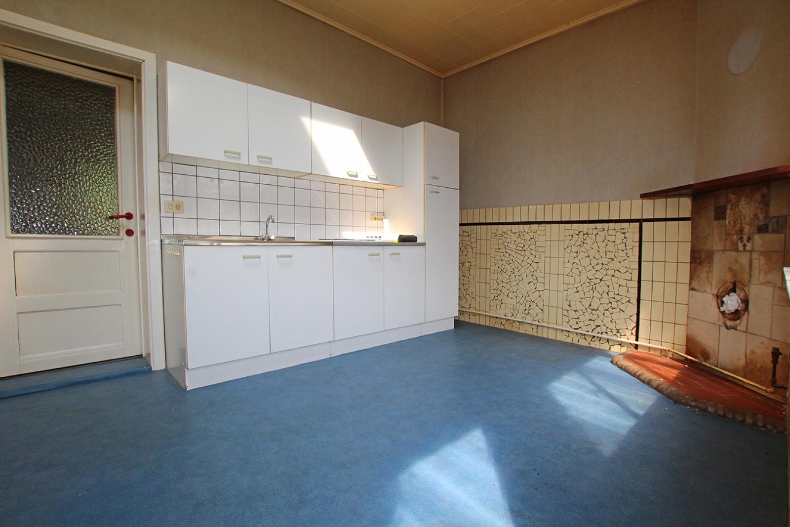 Volledig te renoveren ééngezinswoning met twee slaapkamers op zeer goede locatie te Wijnegem! afbeelding 4