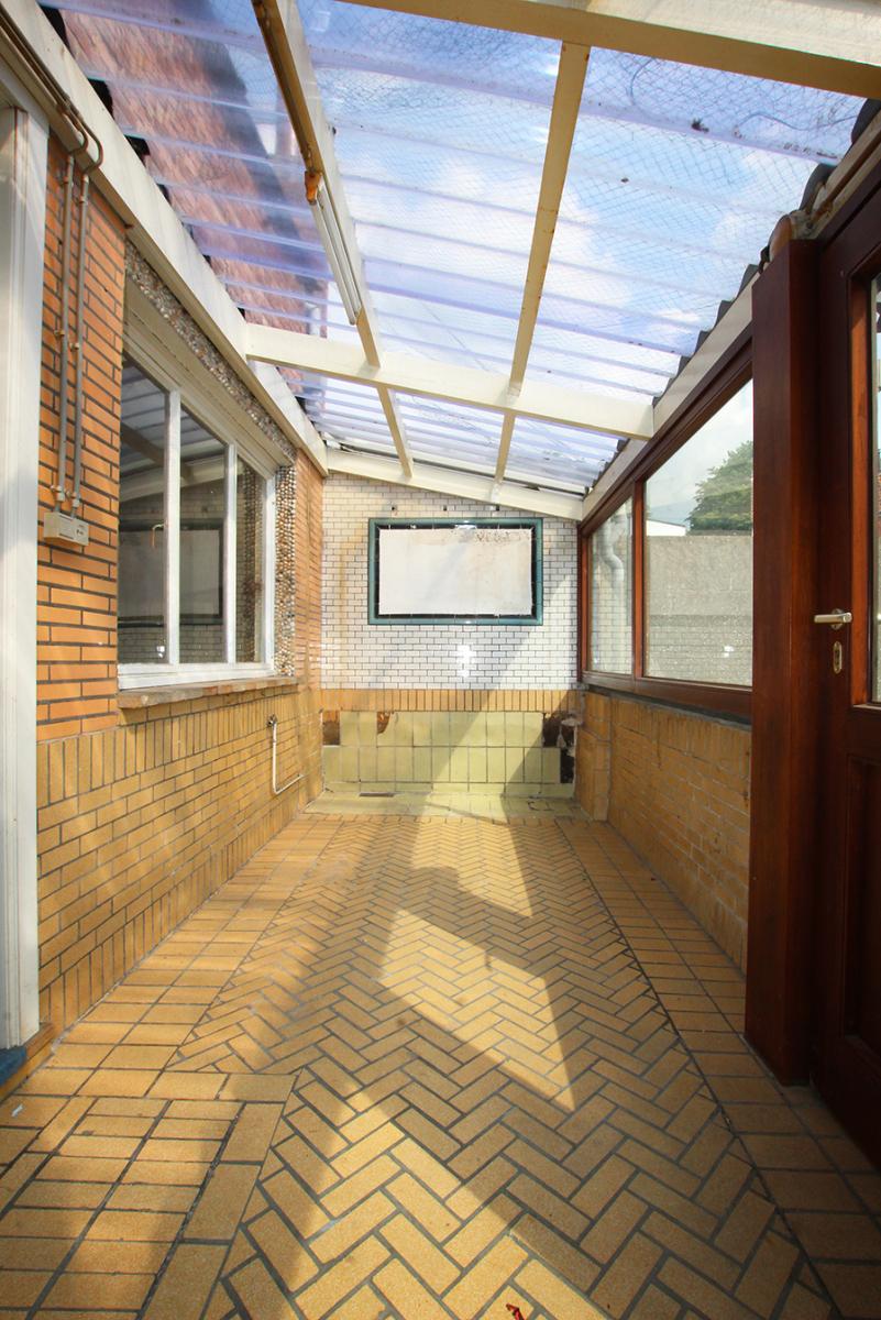 Volledig te renoveren ééngezinswoning met twee slaapkamers op zeer goede locatie te Wijnegem! afbeelding 5