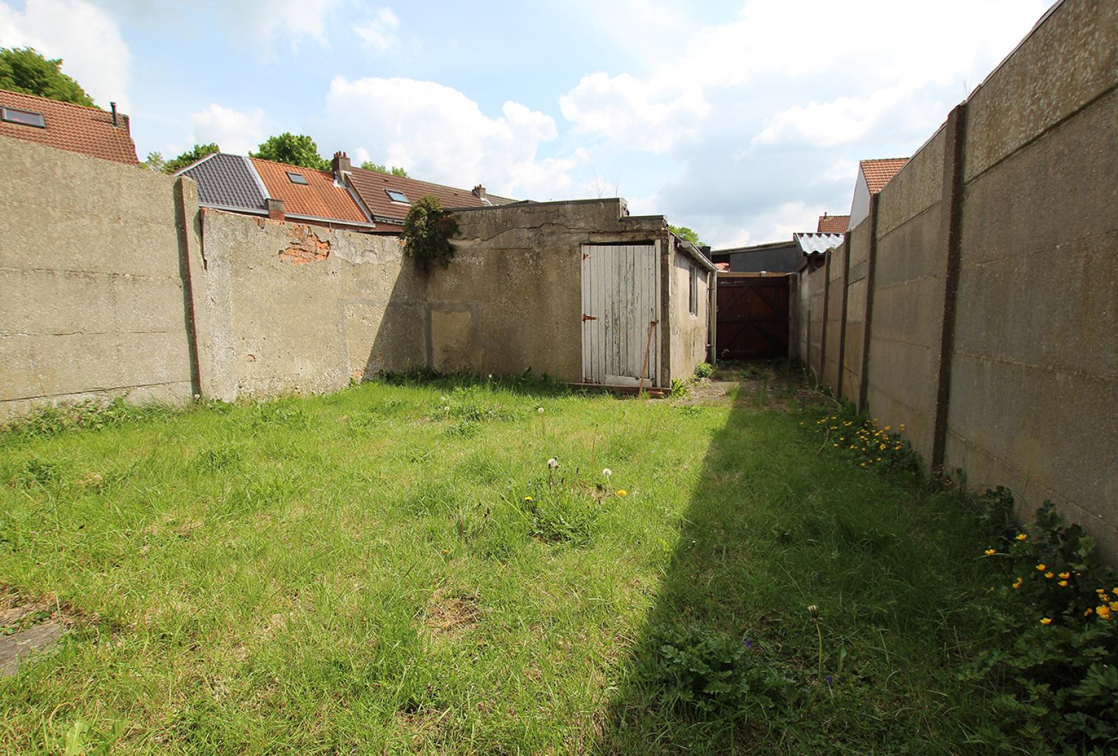 Volledig te renoveren ééngezinswoning met twee slaapkamers op zeer goede locatie te Wijnegem! afbeelding 8