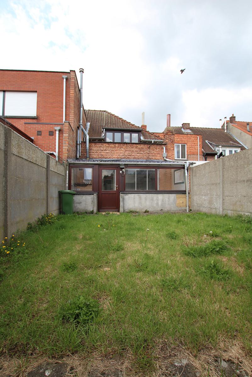 Volledig te renoveren ééngezinswoning met twee slaapkamers op zeer goede locatie te Wijnegem! afbeelding 7
