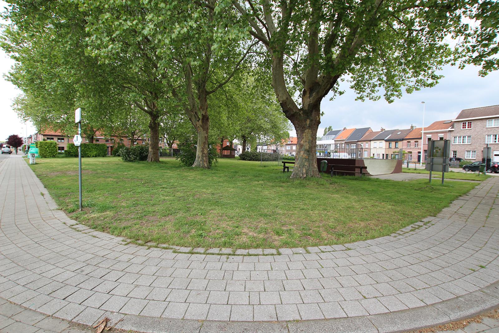 Volledig te renoveren ééngezinswoning met twee slaapkamers op zeer goede locatie te Wijnegem! afbeelding 2