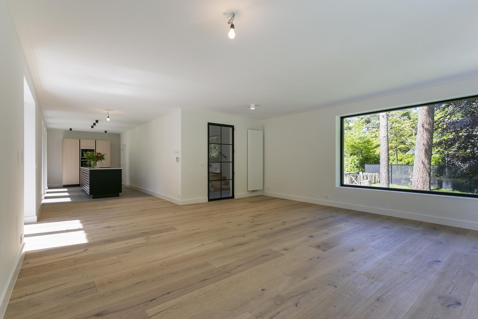 """In de prestigieuze wijk """"Schotenhof"""" treffen we deze oogverblindende villa met charmant rieten dak! afbeelding 5"""