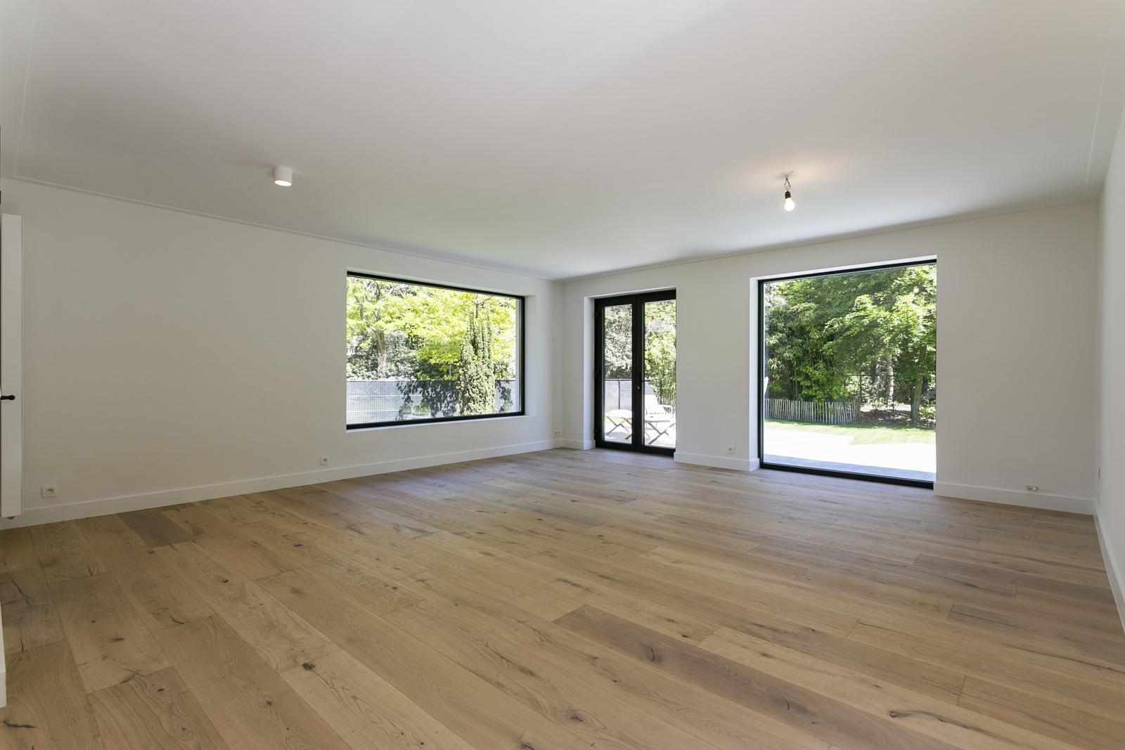 """In de prestigieuze wijk """"Schotenhof"""" treffen we deze oogverblindende villa met charmant rieten dak! afbeelding 6"""