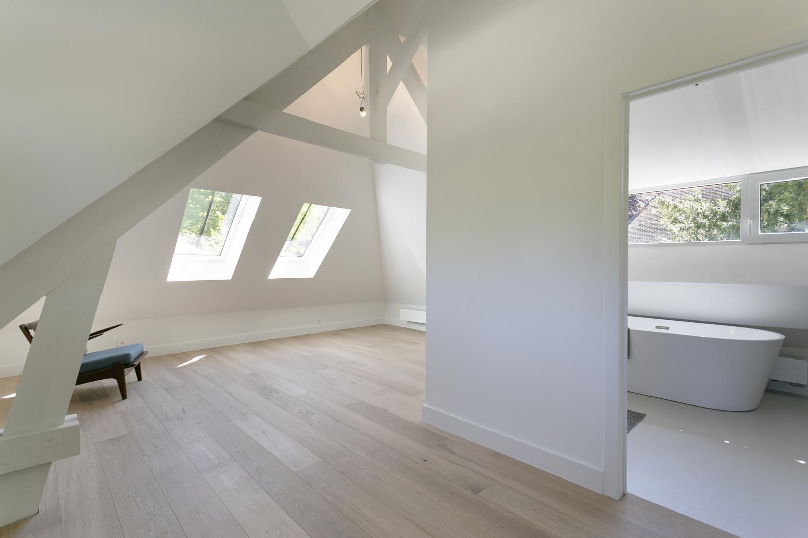 """In de prestigieuze wijk """"Schotenhof"""" treffen we deze oogverblindende villa met charmant rieten dak! afbeelding 14"""