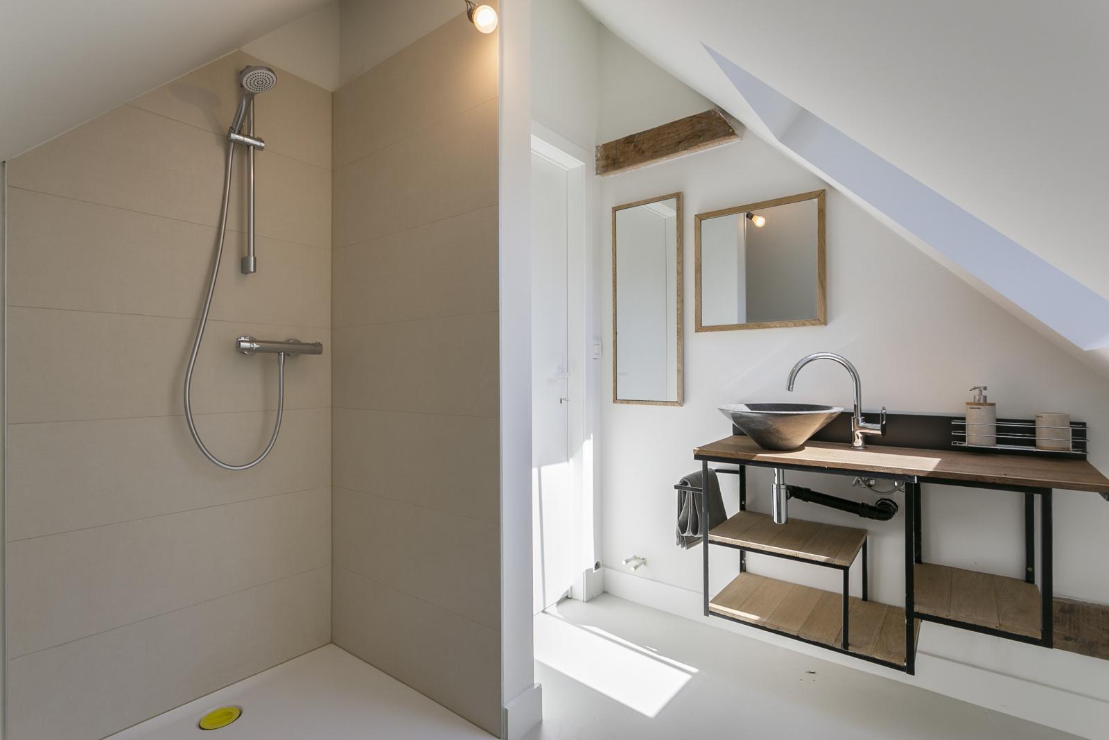 """In de prestigieuze wijk """"Schotenhof"""" treffen we deze oogverblindende villa met charmant rieten dak! afbeelding 17"""