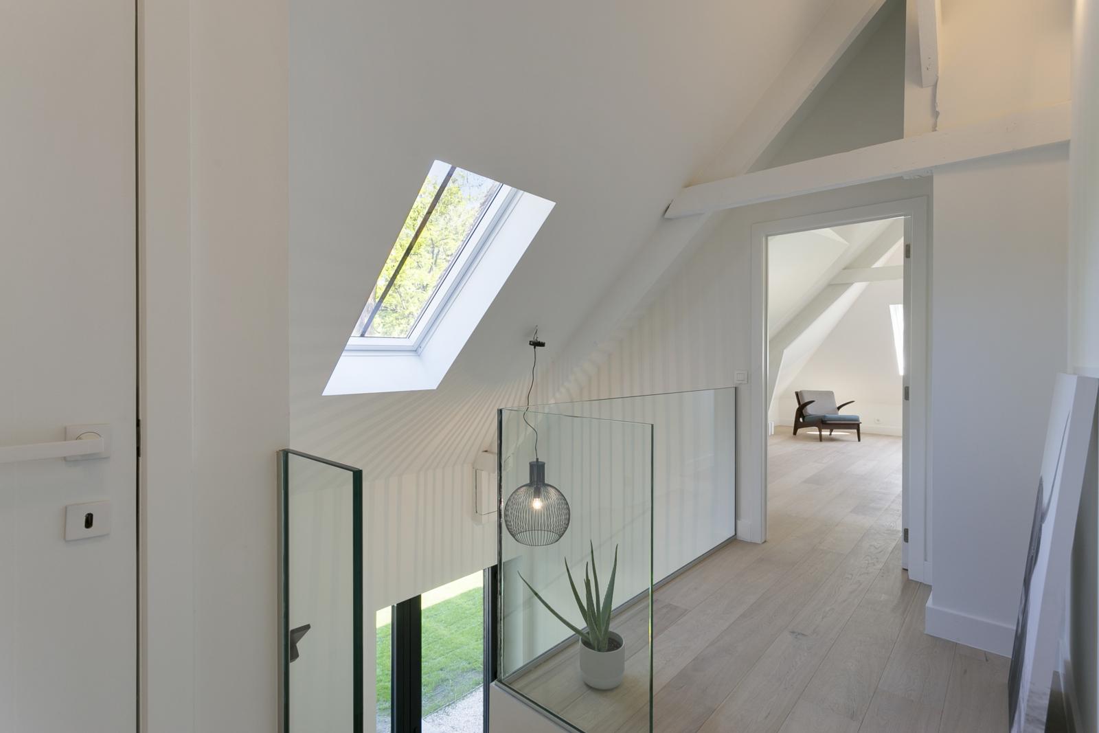 """In de prestigieuze wijk """"Schotenhof"""" treffen we deze oogverblindende villa met charmant rieten dak! afbeelding 20"""