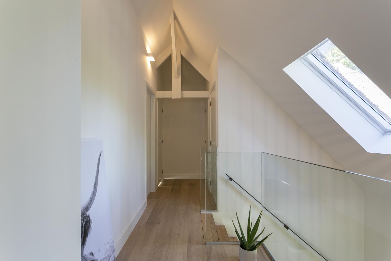 """In de prestigieuze wijk """"Schotenhof"""" treffen we deze oogverblindende villa met charmant rieten dak! afbeelding 21"""