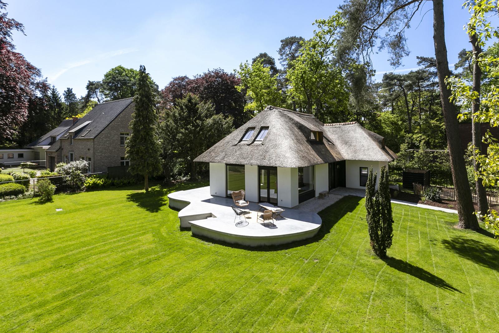 """In de prestigieuze wijk """"Schotenhof"""" treffen we deze oogverblindende villa met charmant rieten dak! afbeelding 23"""
