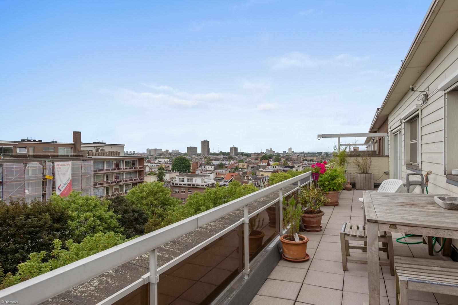 Ruim dakappartement (120m²) met 2 terrassen nabij het park Ter Rivierenhof! afbeelding 9