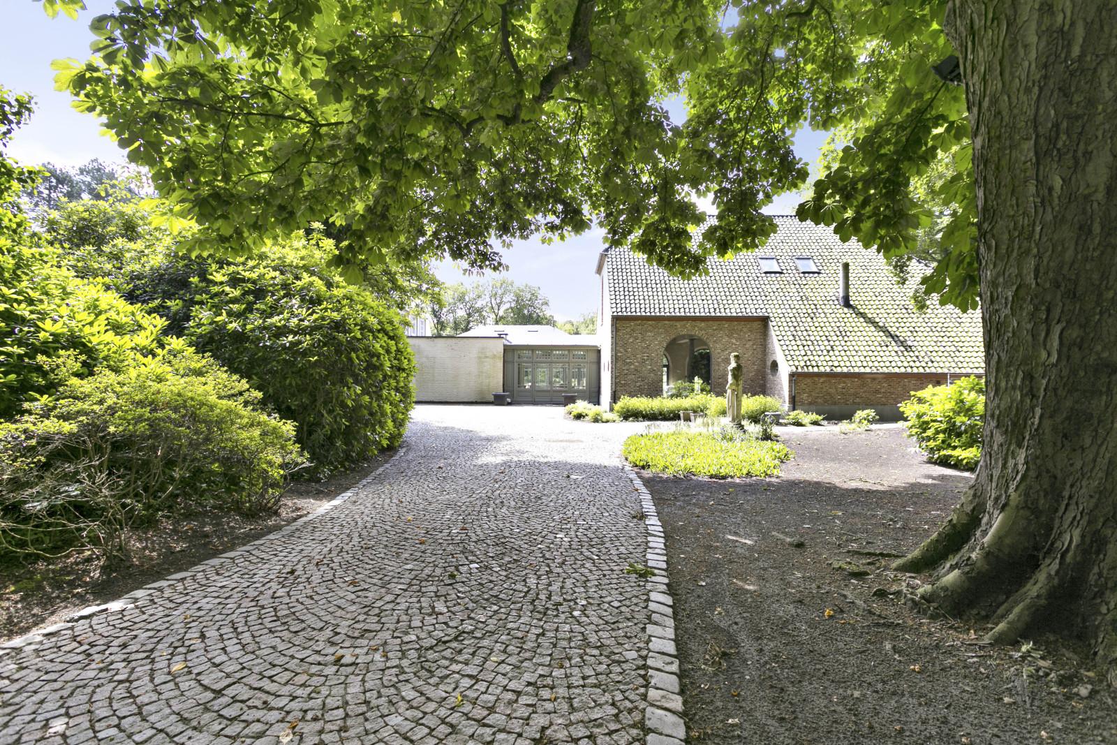 Prachtig domein met riante villa en zwembad op toplocatie te Schoten! afbeelding 4