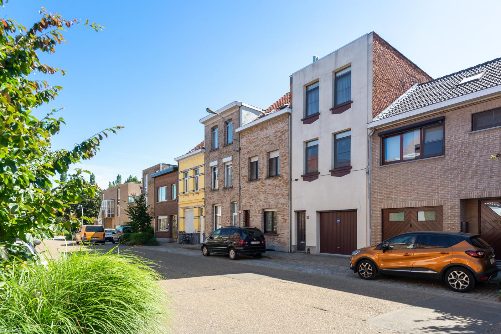 Woning met ruime garage en atelier te Deurne! afbeelding 1