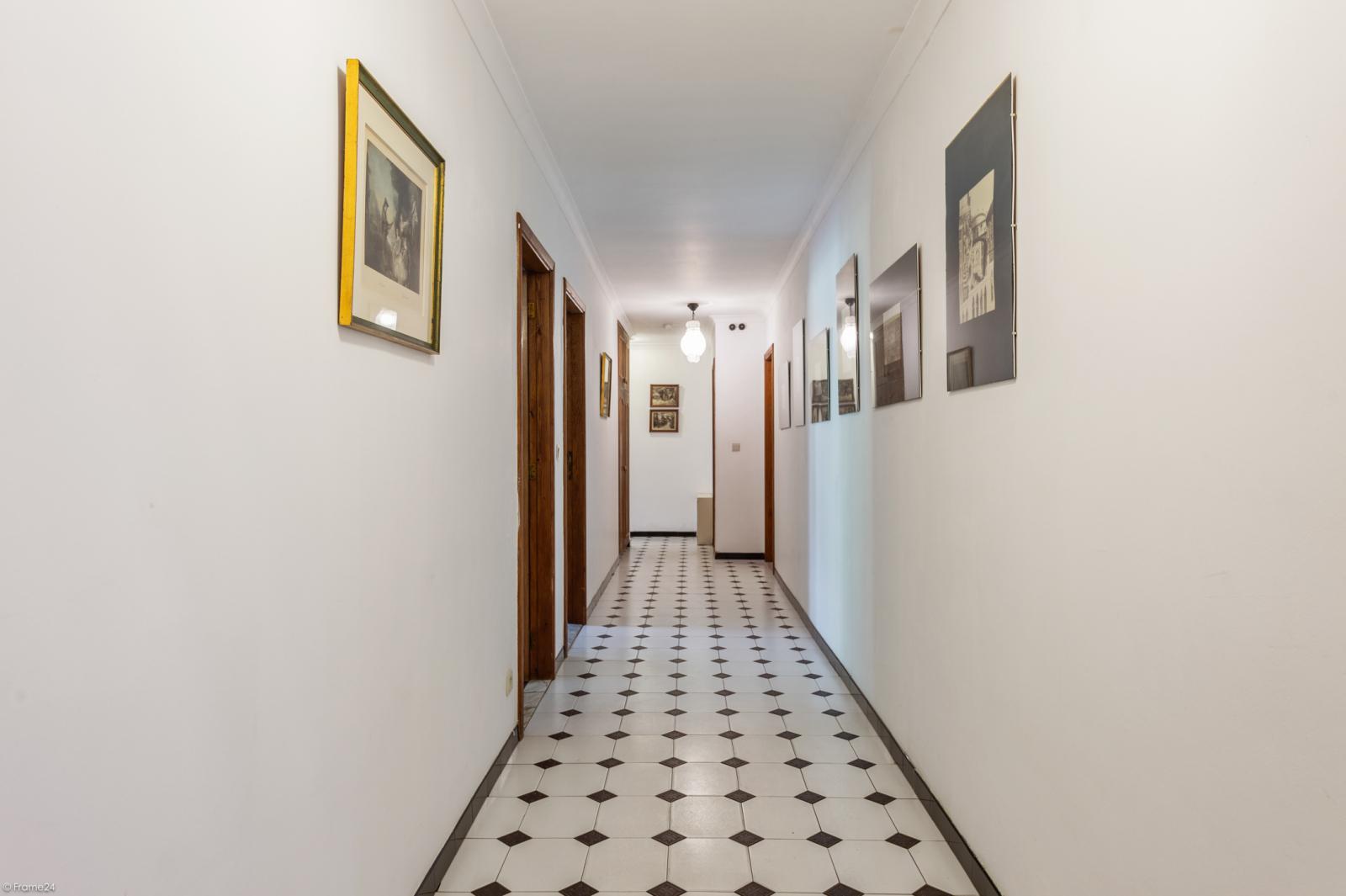 Authentieke en riante villa met 7 slaapkamers en zwembad op een perceel van 3.369 m² te Schilde! afbeelding 3