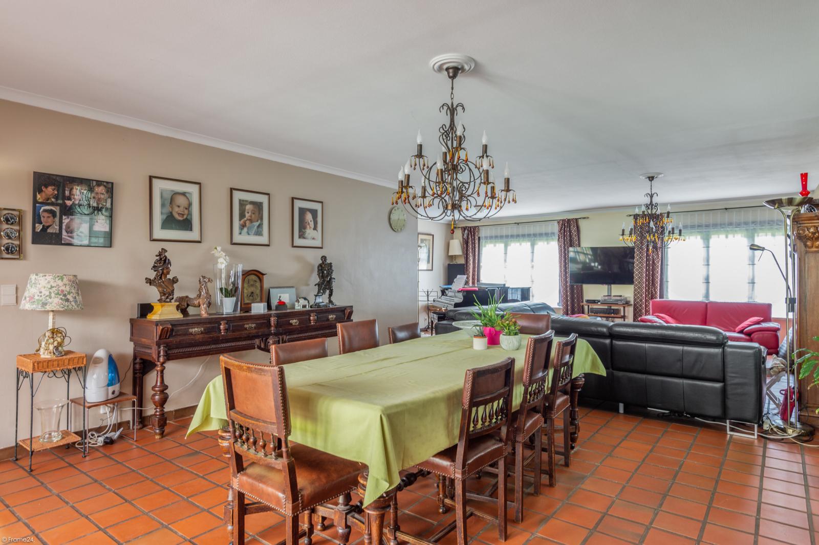 Authentieke en riante villa met 7 slaapkamers en zwembad op een perceel van 3.369 m² te Schilde! afbeelding 8