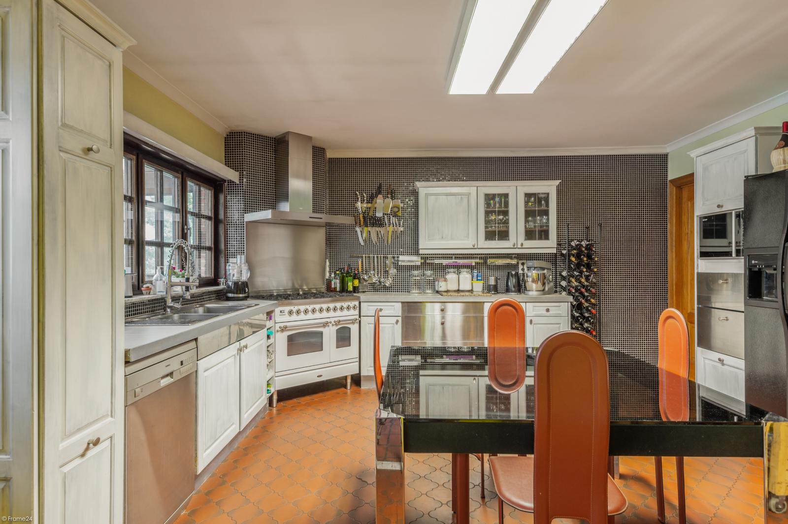 Authentieke en riante villa met 7 slaapkamers en zwembad op een perceel van 3.369 m² te Schilde! afbeelding 9