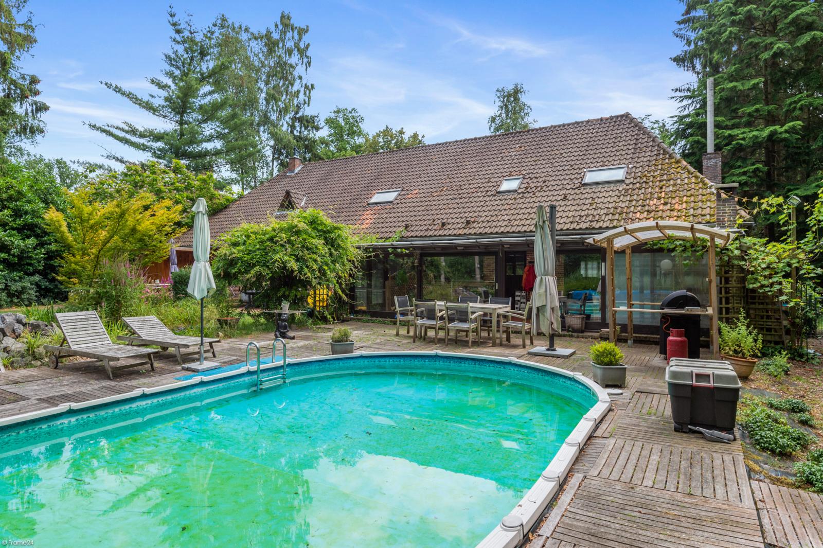 Authentieke en riante villa met 7 slaapkamers en zwembad op een perceel van 3.369 m² te Schilde! afbeelding 2