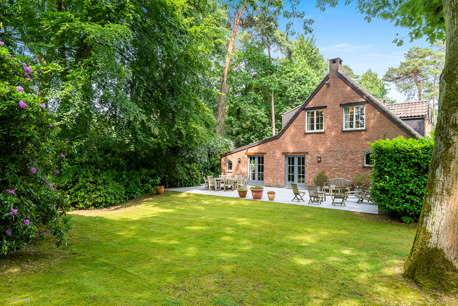 Charmante villa op toplocatie in Wijnegem met prachtige tuin.  afbeelding 19