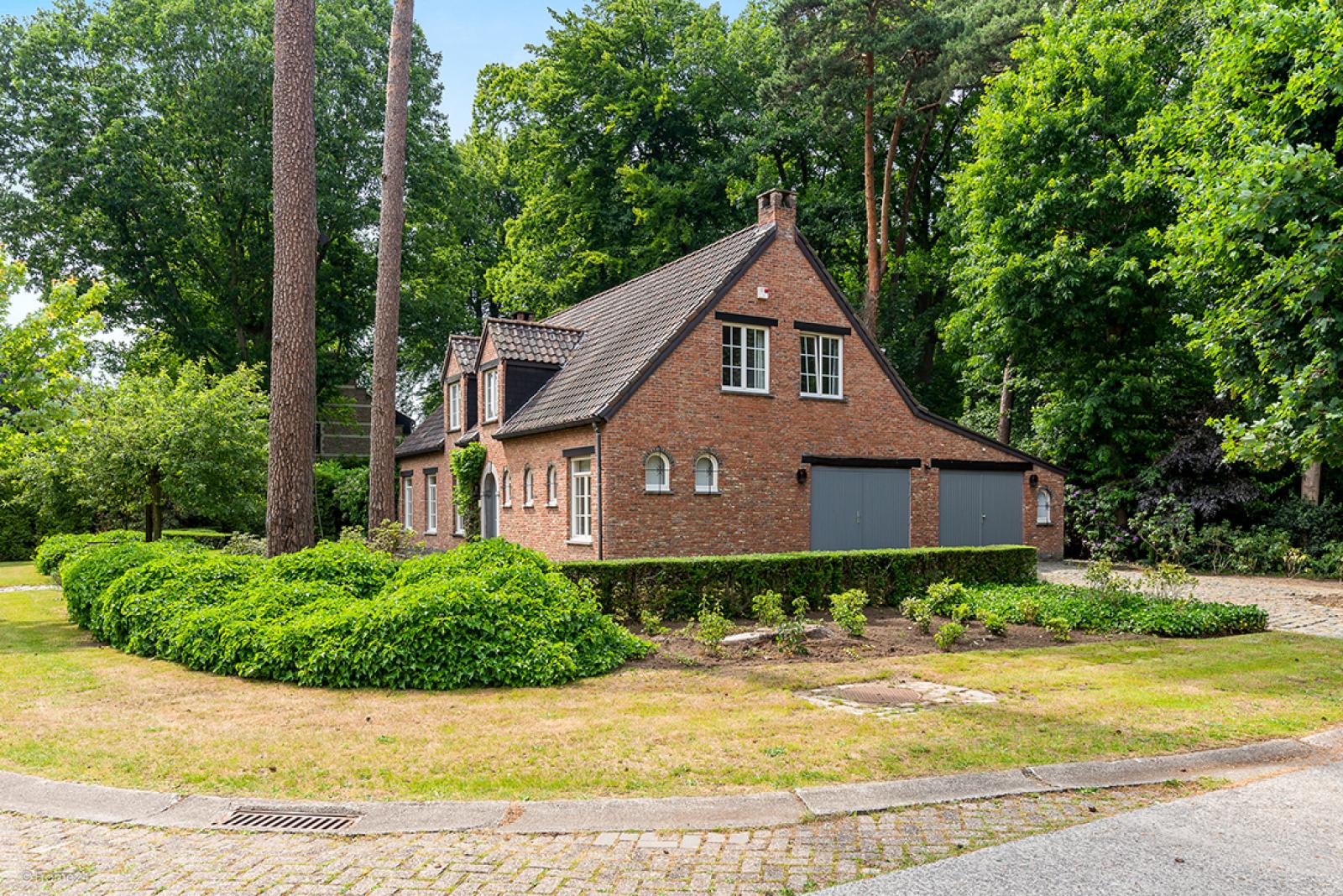 Charmante villa op toplocatie in Wijnegem met prachtige tuin.  afbeelding 2
